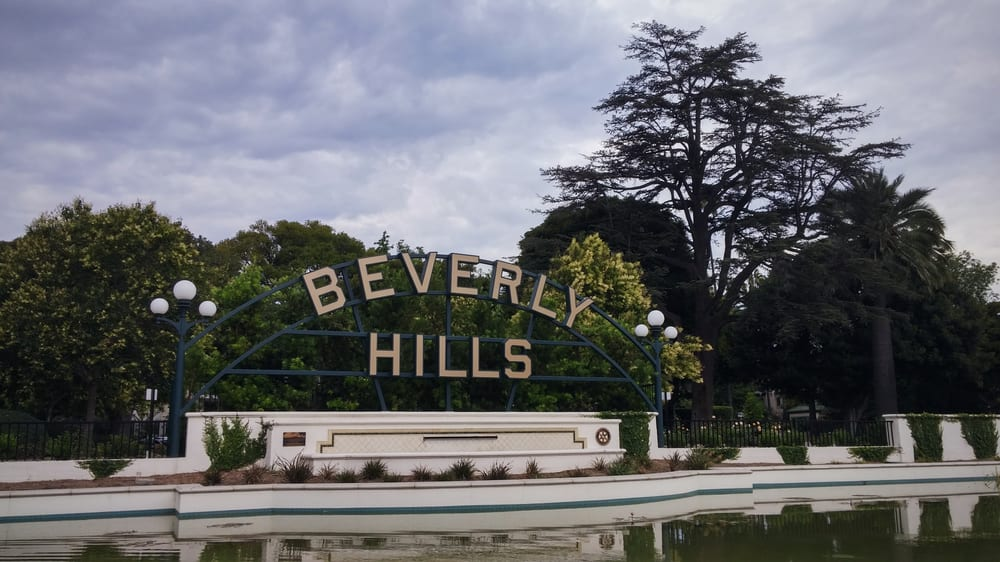 beverly hills sign and fountain