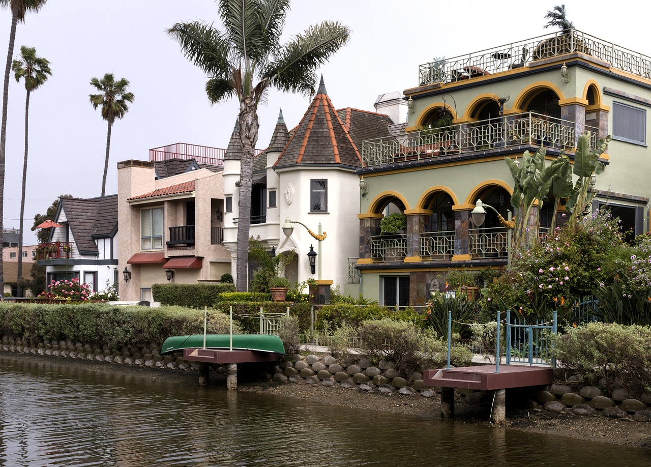 Hip Houses and Sweet Waterways: Venice Canals