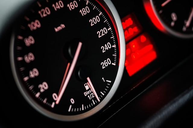 speddometer car black red mph