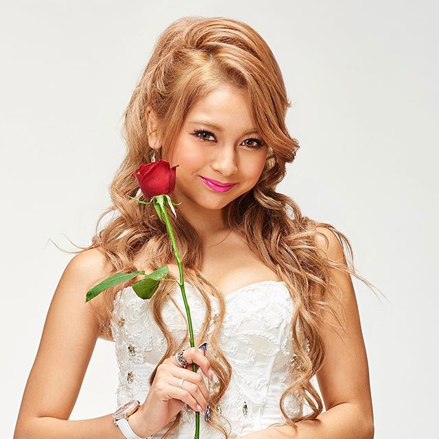 yuki with rose