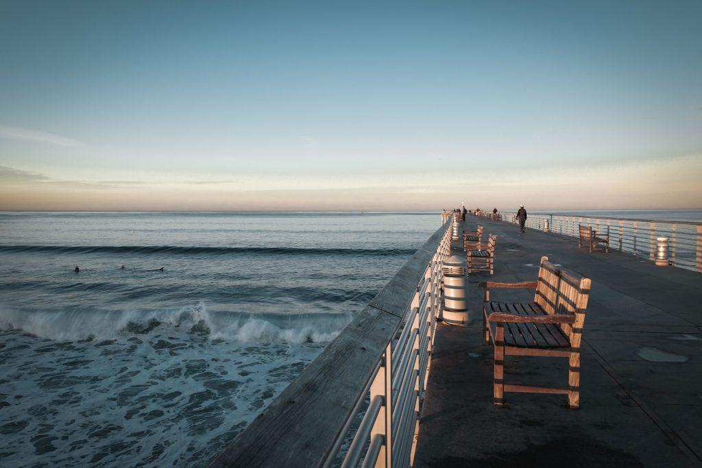 hermosa beach pier straightaway look
